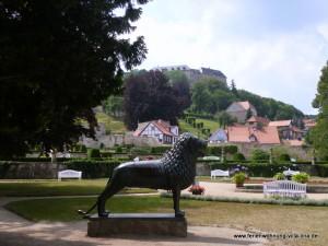 """Im Barockgarten des """"Kleinen Schloss"""" mit Blick zum Welfenschloss"""