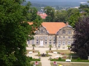 """Blick zum """"Kleinen Schloss"""" mit seinen Parkanlagen"""