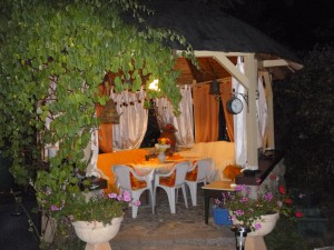 Im Gartenpavillon